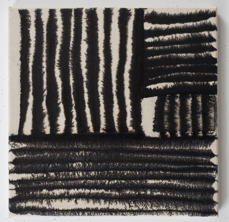 Marie-Claude Bouthillier, Mégalithe 21, 2012, carbone et acrylique sur toile, carbon and acrylic on canvas, 16 1/2