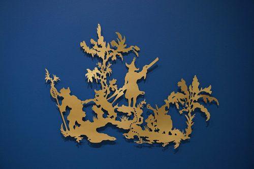 Karen Tam  Peeping Tom 2008 Papier doré découpé Gold paper-cutout 43 x 61 cm (24