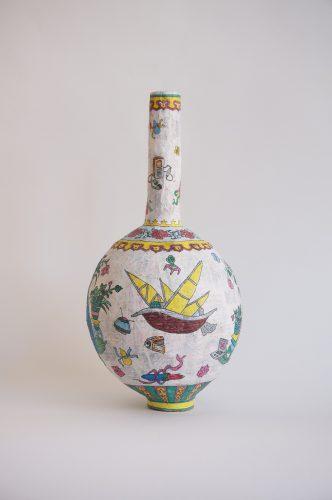 """Karen Tam Inception Vase (Porcelaine Collection series), 2015 Papier mâché (journaux chinois, colle à tapisserie avec protection contre l'humidité et la moisissure), encre à base de pigments, gesso, gesse clair Papier-mâché (Chinese newspaper, wallpaper paste w/ fungicide and moisture protection), pigmented India ink, gesso, clear gesso 46 x 21 x 22 cm (18"""" x 8 1/4"""" x 8 1/2"""")"""