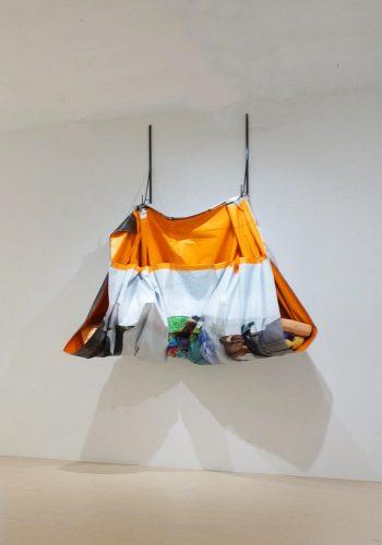 Yannick Desranleau et Chloe Lum (SÉRIPOP), Big Sack I, 2015 Jet d'encre sur banière de vinyle, acier et techniques mixtes Inkjet on banner vinyl, steel, mixed media 228 x 294 x 76 cm (89 3/4 '' x 115, 3/4 ''x 30 '')