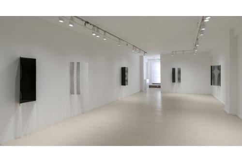 Julie Trudel, Noir d'ivoire et blanc de titane — transparence et distorsion, 2016 Exhibition view Galerie Hugues Charbonneau, Montréal, Canada