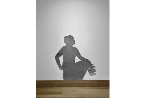 Maria Hupfield, Felt Silhouette, 2019 Installation in situ en feutre industriel À échelle humaine 10 000 $